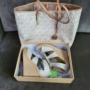 Michael Kors Vanilla Tote w/Shoes Set size 9